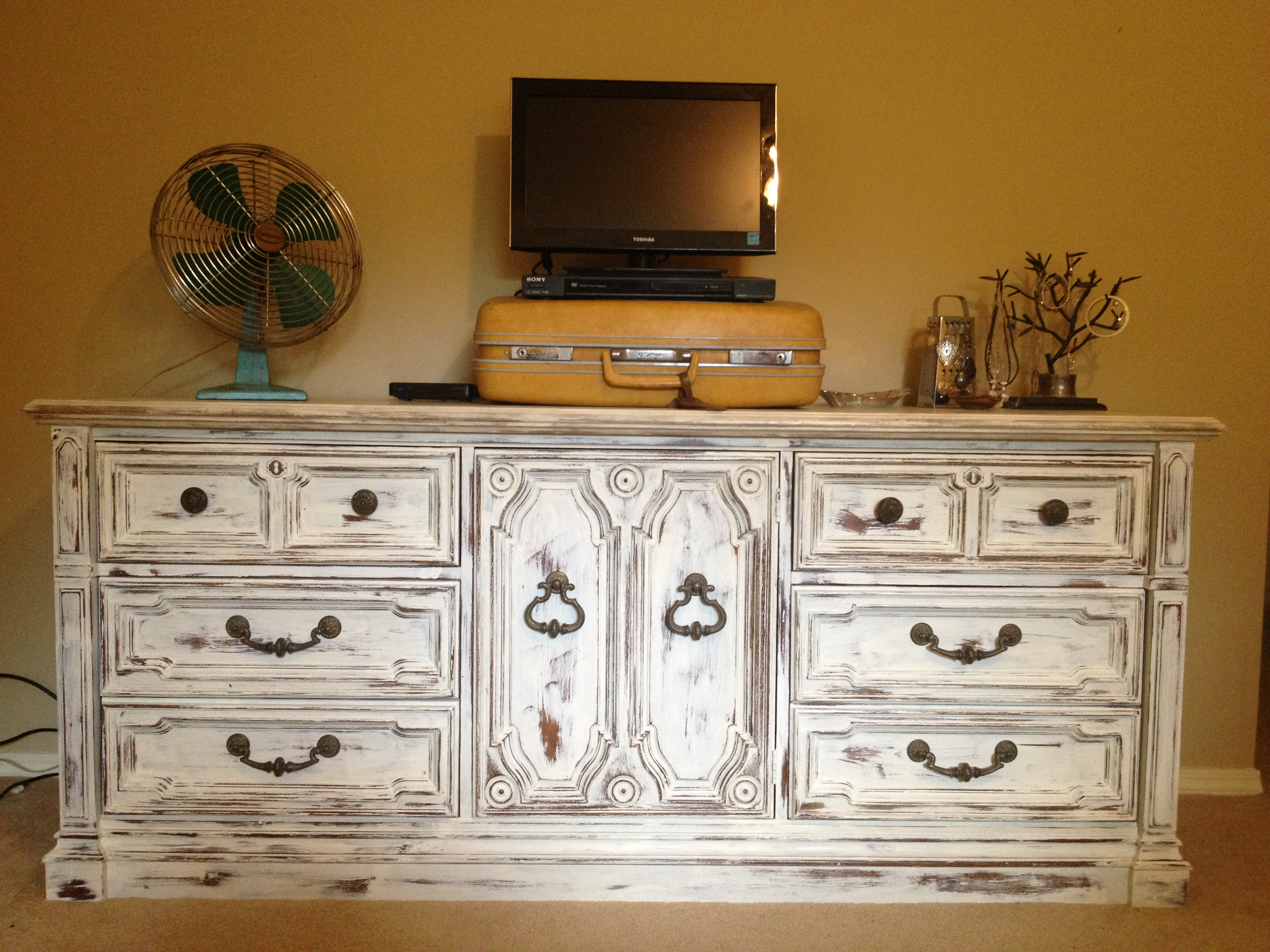 Second Hand Shabby Chic Bedroom Furniture Long Dressers For Sale