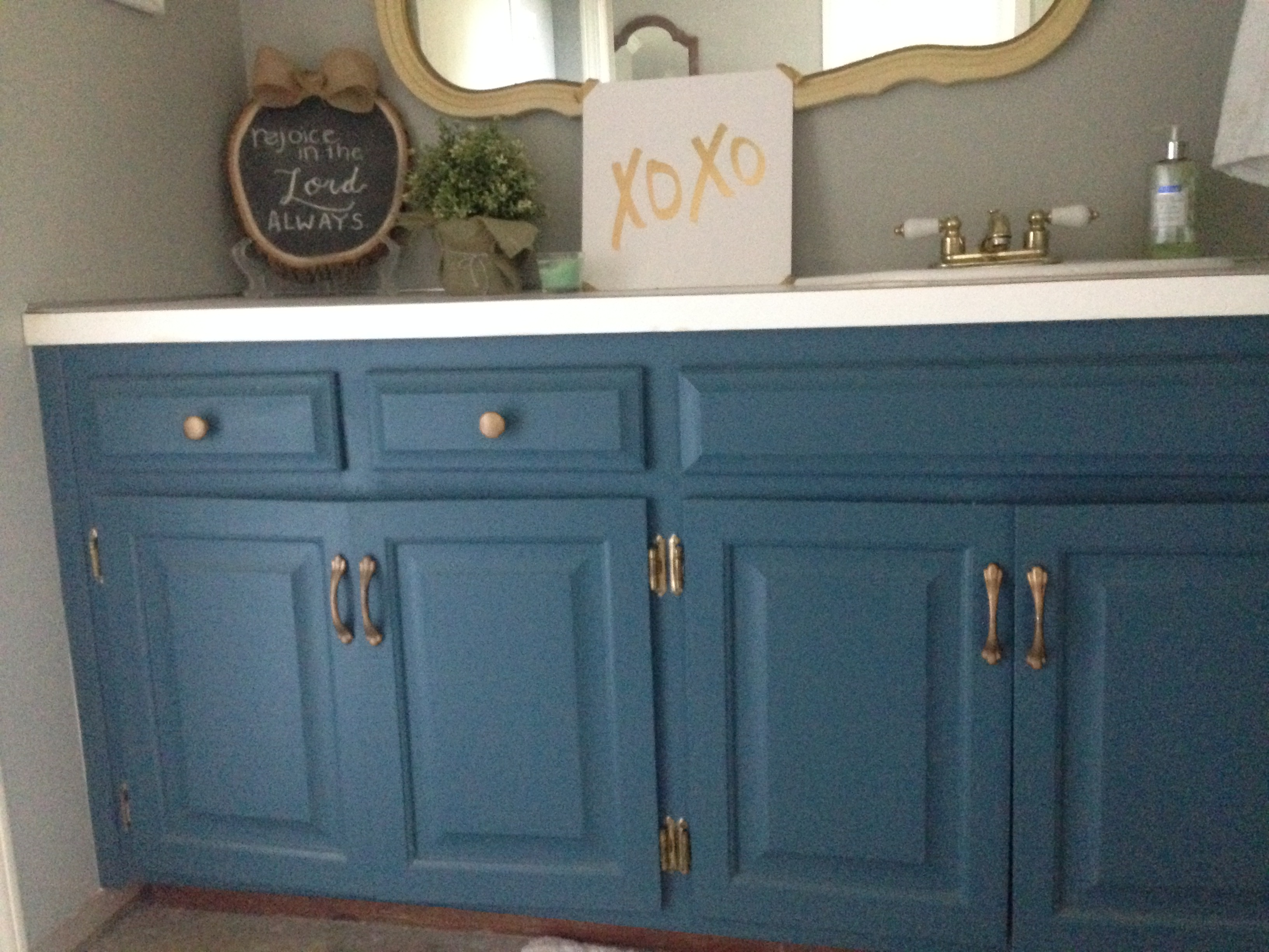 Painting master bathroom vanity with chalk paint all